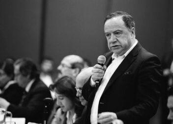 El senador conservador Carlos Eduardo Enríquez Maya, falleció por Covid19