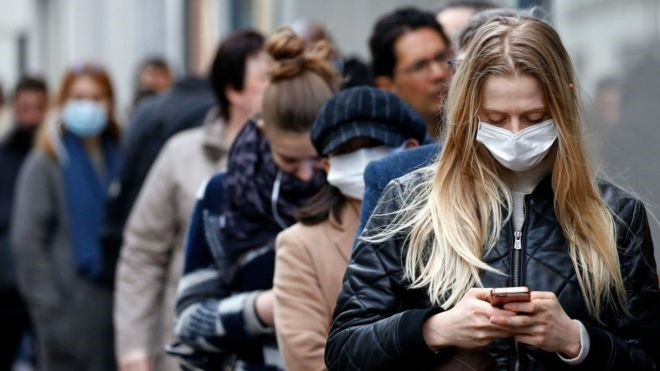 """""""Son una amenaza"""": nueva advertencia de OMS sobre jóvenes asintomáticos con COVID-19"""