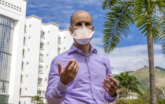 Carlos Aliviar de New York   a Medellín