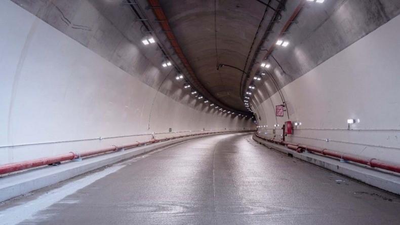 Se inaugura Túnel del pueblo. Gran elefante blanco. Faltan 1,2 billones, final 2021
