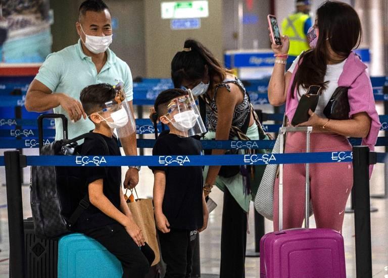 Cuba reabre el José Martí – Suspenden prorrogas a residentes en el exterior