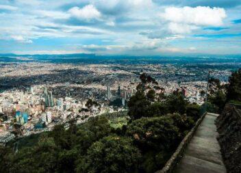 Cifra dolorosa 465 fallecidos. Alerta Roja en Bogotá. Sin fútbol. No a marchas