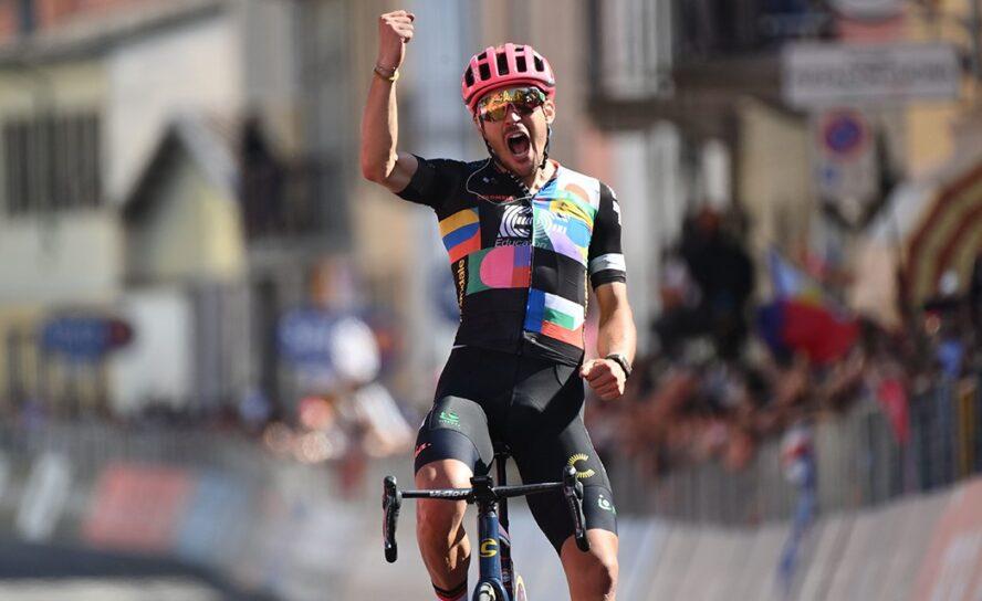 Alberto Bettiol gana la etapa 18 del Giro de Italia! Egan con la Maglia Rolsa