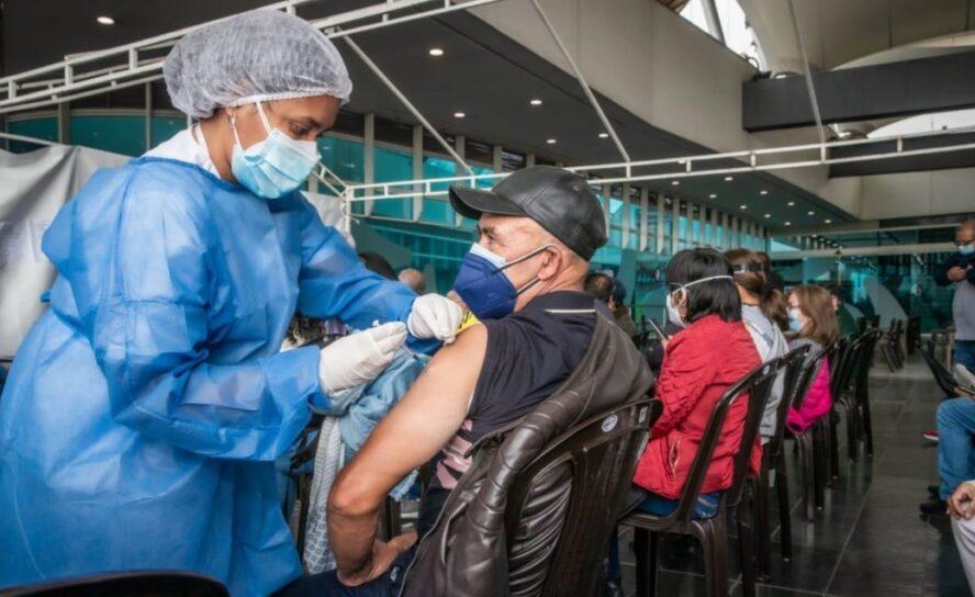 Covid19 en Colombia muertes 88. 774 total, hoy 492, vacunación 9.825.772