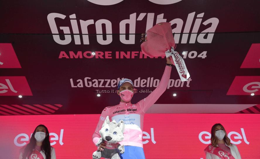 Ganador de la etapa 6, Gino Mäder, la Maglia Rosa sigue con   Attila Valter