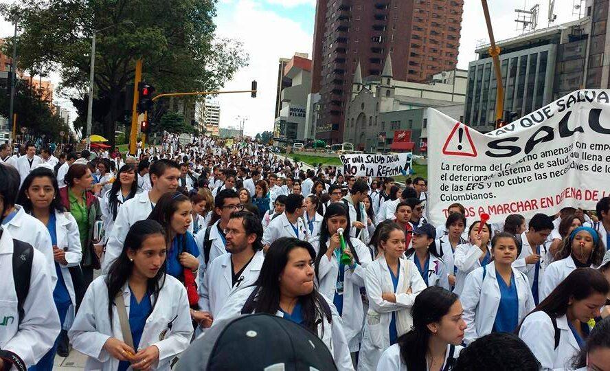 Reforma a la salud en UCI congresional – Comunidad médica rechaza el proyecto