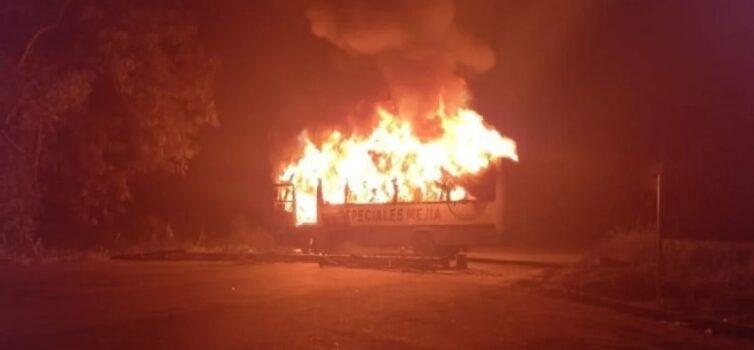 En el cerrito incendiaron bus de ingenio azucarero del Valle