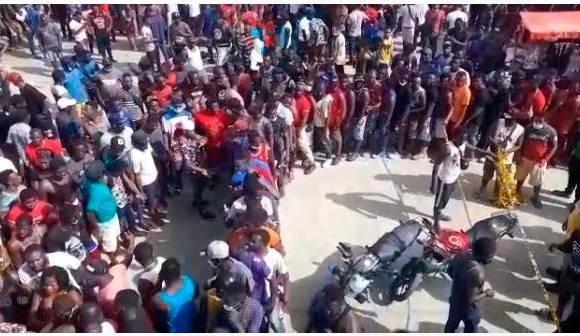 Calamidad en Necoclí por crisis migratoria. Mentiras de Migración Colombia