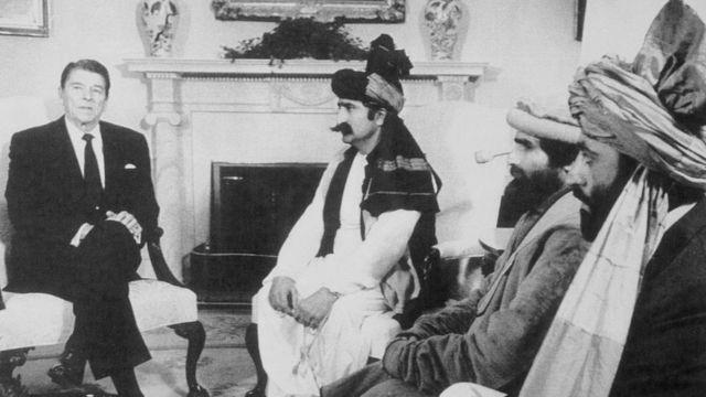 Estados Unidos en el origen de los talibanes. Jugando a ganar y a engañar.